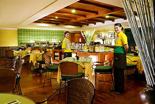 ホテル イビス・ジャカルタ・タマリン LA TABLE(多国籍料理)