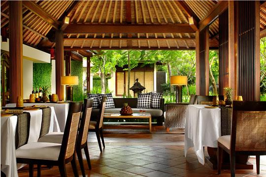 カユマニスサヌールプライベートヴィラ&スパ ゴンレストラン(バリニーズ&ウエスタン料理)