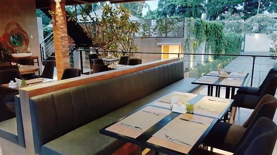 マカ ヴィラズ&スパ ウマラス MASE UMA Kitchen & Bar