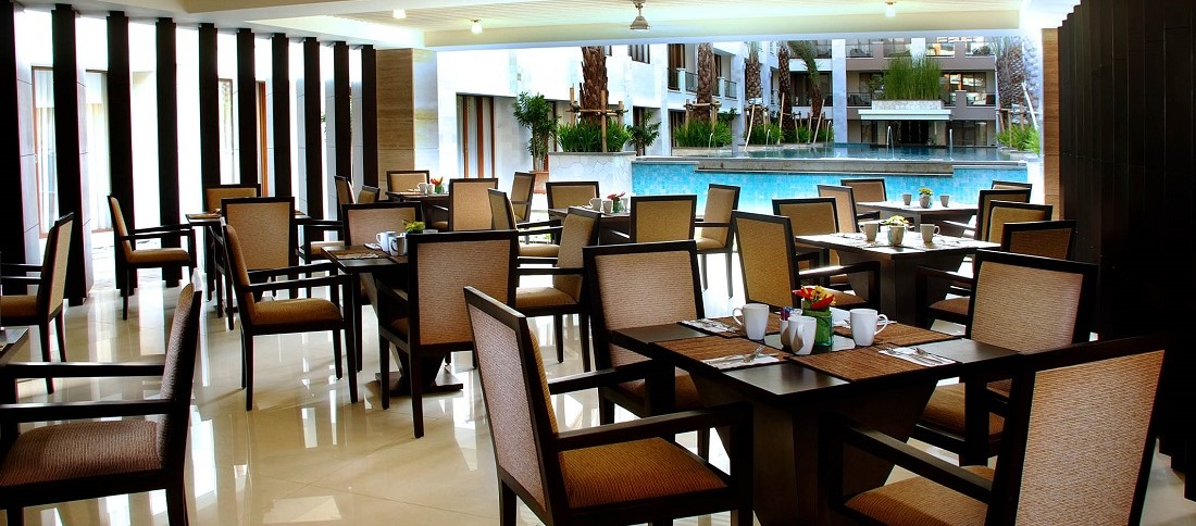 アストン クタ ホテル & レジデンス レストラン