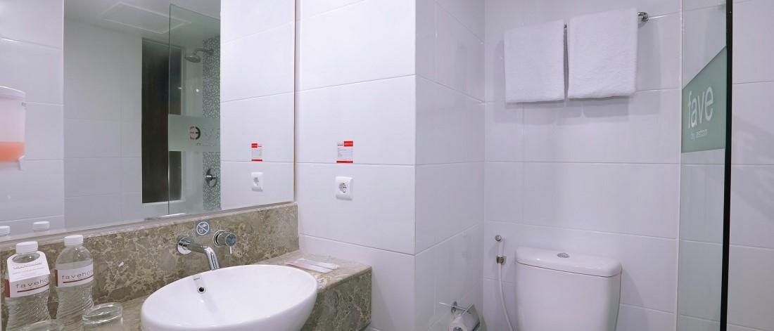 フェイブホテル ・クタ・カルティカプラザ スーペリアルーム バスルーム
